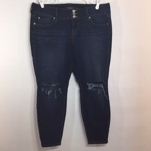 TORRID Premium 16XS Stretch Jegging Ripped Washed